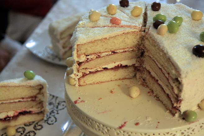 Lucy's Kitchen Notebook: Dorie's Perfect Party Cake